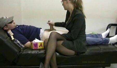 De dame gratis sexfilmpjes amateur moest haar voeten likken met latex sokken.