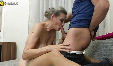 Sibyl komt amateur sex filmpjes uit een nieuw seksspeeltje en pantoffels in de kont.